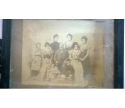 Antichissima foto di famiglia (con cornice) risalente alla fine dell'800.